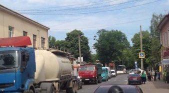 У Снятині підприємці заблокували дорогу Чернівці-Франківськ. ФОТО