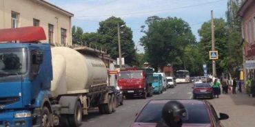 У Снятині підприємці перекрили дорогу Чернівці-Франківськ. ФОТО