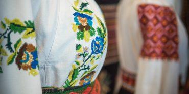 Колекціонерка з Румунії, чия бабуся родом з Коломийщини, привезла унікальні речі етнічних українців. ФОТО