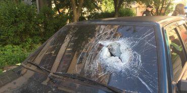 У Коломиї невідомі потрощили скло в чотирьох автівках. ФОТО