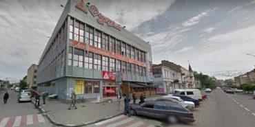 На Львівщині розбився 16-річний хлопець, що робив селфі на даху супермаркету