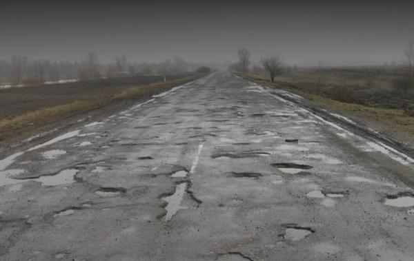 Аби всі відремонтувати прикарпатські дороги потрібно дев