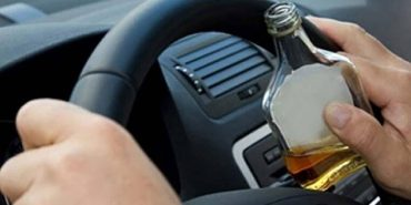 На Прикарпатті працівника СБУ, якого спіймали п'яним на службовому авто, оштрафували та звільнили з роботи