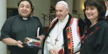 Папа Франциск привітав священика з Гуцульщини з 25-річчям подружнього життя. ФОТО