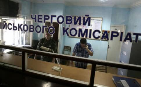 На Західній Україні призовник впав з 5 поверху: тікав з військкомату