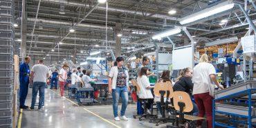 """Найбільша інвестиція Коломиї: як працюється на заводі """"Леоні"""""""