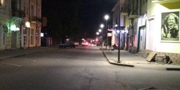 На проспекті Грушевського встановили нові ліхтарі. ФОТОФАКТ