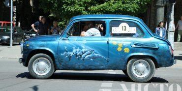 На Франківщині ретро-автомобілі долучилися до християнського велоавтопробігу. ФОТО