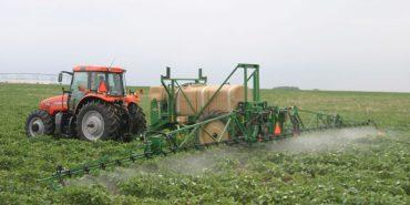 Мешканців Коломийщини попереджають про обприскування полів