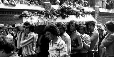 Похорон Івасюка перетворився на масову акцію непокори комуністичному режиму. ФОТО