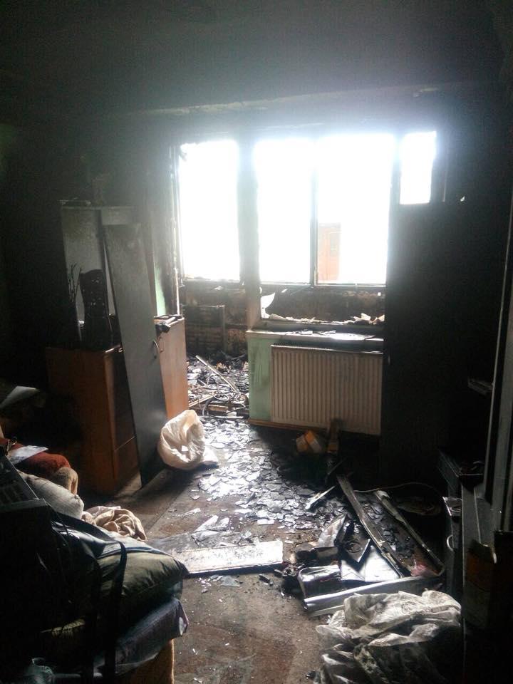 Небайдужих коломиян просять допомогти сім'ї військових, в яких згоріла квартира. ФОТО