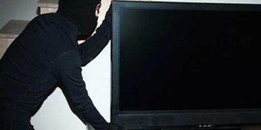 На Прикарпатті злодій вкрав з квартири телевізор