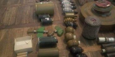СБУ вилучила у мешканця Прикарпаття цілий арсенал зброї. ФОТО