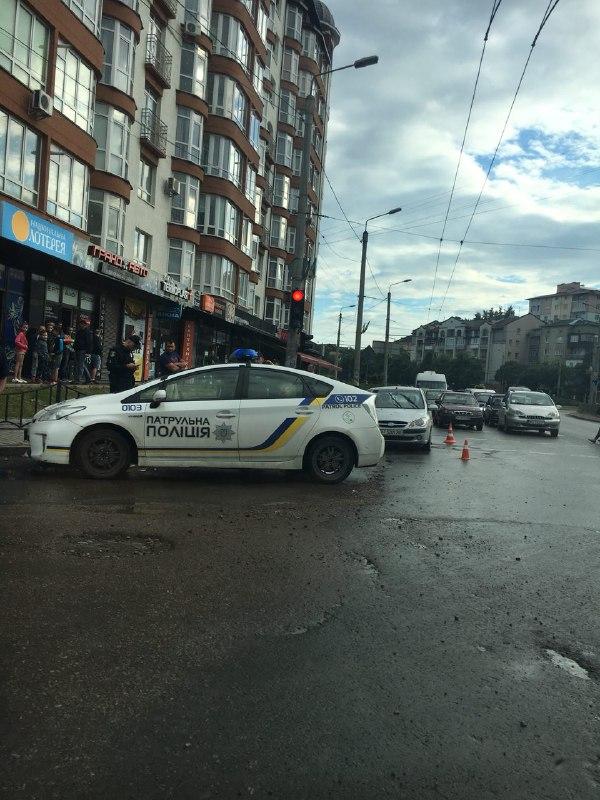 На Франківщині пішохід напав на водія з ножем