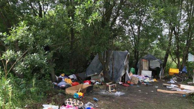 На Західній Україні невідомі напали на табір ромів: є жертви