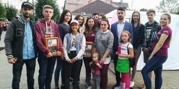 Коломияни за 2 дні зібрали понад 7 тис. грн на лікування хворої дівчини. ФОТО