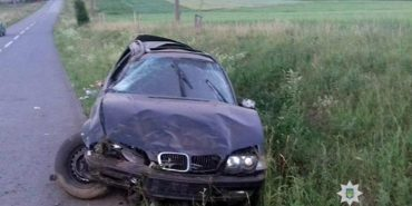ДТП на Прикарпатті: водій напідпитку злетів у кювет, пасажир у лікарні. ФОТО