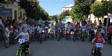 До Дня захисту дітей у Коломиї пройшли велоперегони. ФОТО