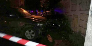 На Франківщині зіткнулись дві автівки: двоє людей у лікарні. ФОТО