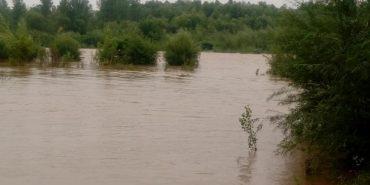 Річка Лімниця на Прикарпатті виходить з берегів. ФОТО+ВІДЕО