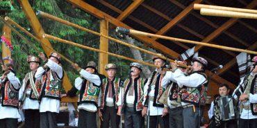 """На фестивалі """"Полонинське літо"""" 70 гуцульських музик встановили рекорд України одночасної гри на дримбі"""