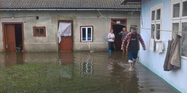 Підтоплено понад 200 будинків, пошкоджені дороги і мости: негода наробила лиха на Прикарпатті