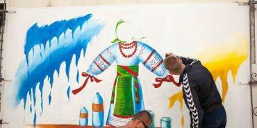 Замість обписаних стін – роботи художників. Як у Коломиї змінюють занедбані фасади. ФОТО