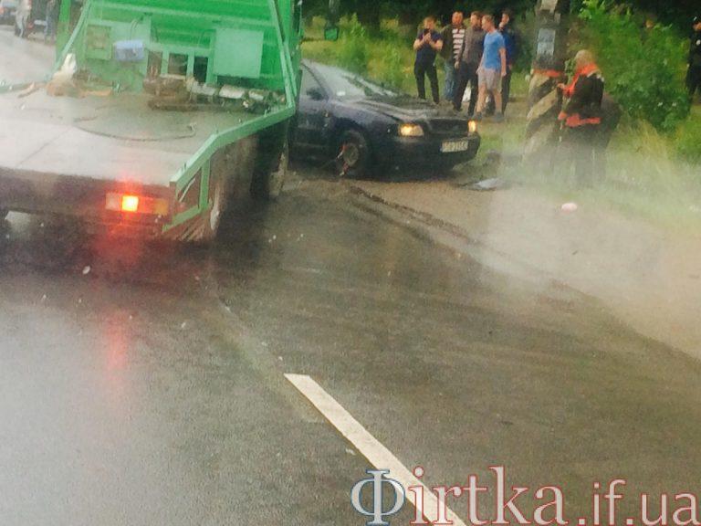 """Ранкова аварія на Прикарпатті: """"Ауді"""" з'їхала в кювет і перекинулася. ФОТО"""