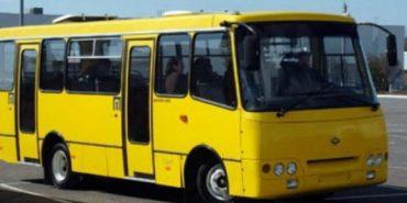 На Франківщині водій маршрутки затис дверима пасажирці руку і ногу. ФОТО