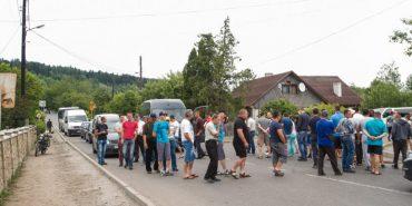 Блокування доріг є кримінальним правопорушенням, – поліція Прикарпаття