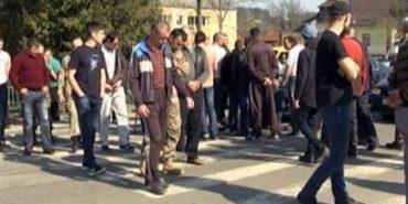 На Прикарпатті люди тиждень мітингують через поганий стан доріг. ФОТО+ВІДЕО