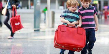 В Україні можуть змінити правила виїзду за кордон дітей розлучених батьків. ВІДЕО