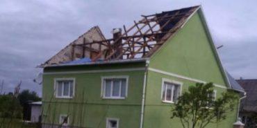 Через буревій на Закарпатті десятки населених пунктів залишилися без електрики та зв'язку. ФОТО