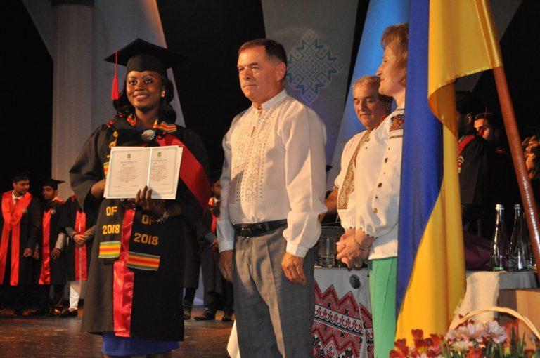 На Франківщині понад 300 іноземців отримали дипломи медуніверситету. ФОТО+ВІДЕО