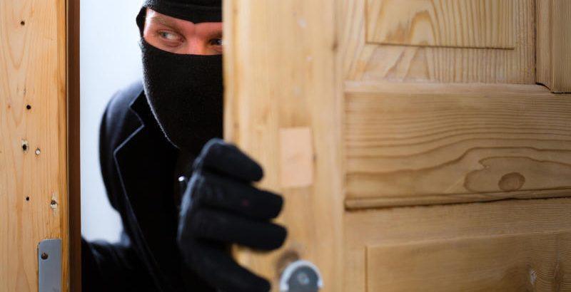 Поліція радить прикарпатцям, як вберегти житло від злодіїв у святкові дні