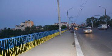 За крок до трагедії: на Франківщині хлопець хотів стрибнути з моста через сімейні проблеми
