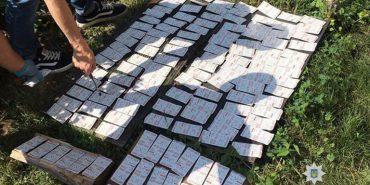 На Франківщині чоловік зберігав удома наркотики на понад півмільйона гривень. ФОТО