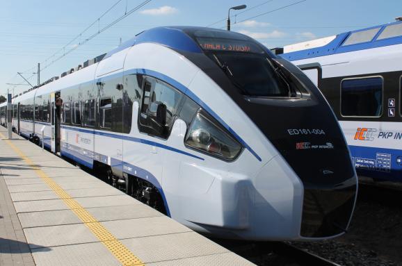 Зі Львова планують запустити ще один потяг до Польщі