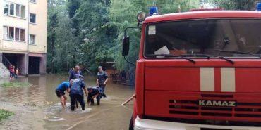 Влада цілодобово контролює ситуацію, що склалася на Франківщині через дощі. ФОТО