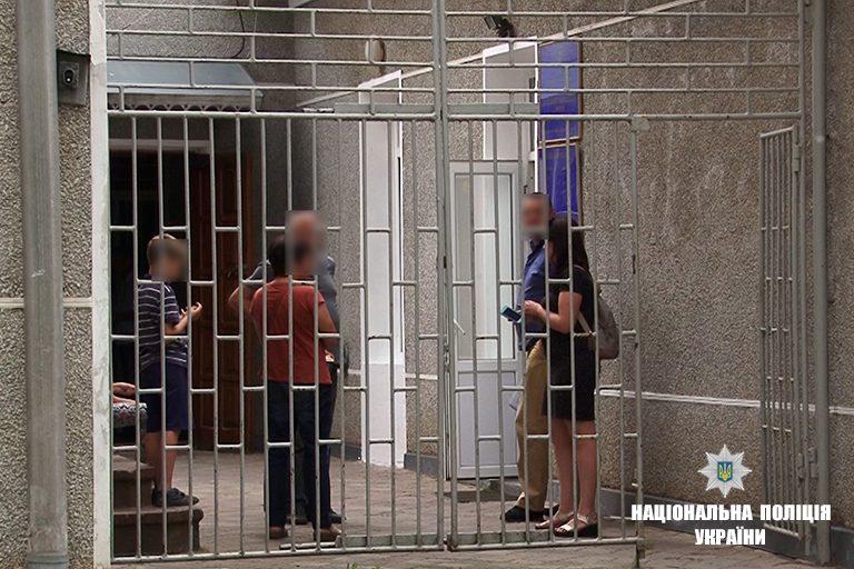 Відомі деталі інциденту з матір'ю, яка на Городенківщині прикувала дітей ланцюгом до батареї