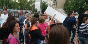 На Прикарпатті перекрили вулицю і протестують. ФОТО