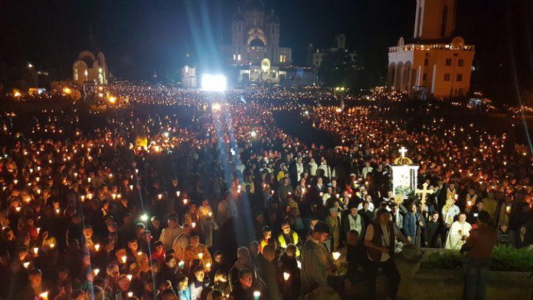 Похід зі свічками на прощі у Зарваниці: вражаюче відео