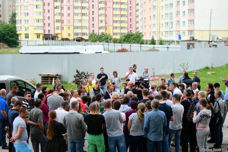 Мер Івано-Франківська шукав компроміс із мешканцями Пасічної, які протестують проти забудови зеленої зони