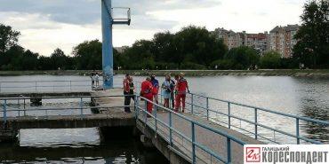 На Івано-Франківщині на міському озері ледь не втопився чоловік. ФОТО
