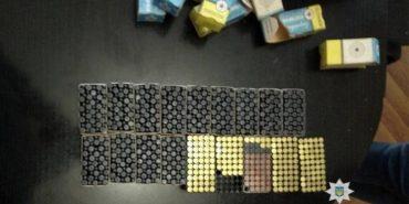 Майже 900 боєприпасів знайшли поліція з СБУ у прикарпатця. ФОТО