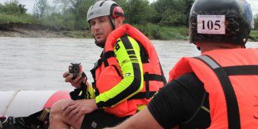 На Прикарпатті сплавилися по річці під час паводку. ФОТО