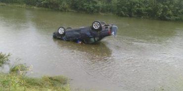 На Прикарпатті авто злетіло в річку – двоє загиблих