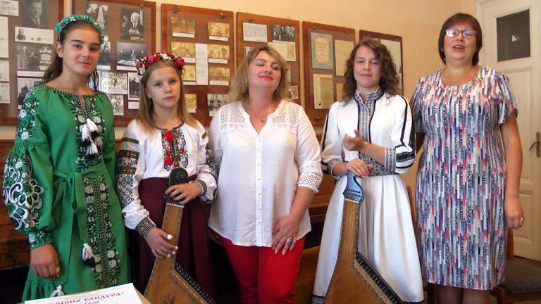 Юні бандуристки з Коломиї здобули декілька перемог на Всеукраїнському конкурсі. ВІДЕО