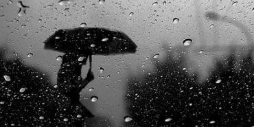 Прикарпатців попереджають про сильні дощі і туман на дорогах