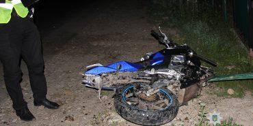 18-річний мотоцикліст з Коломийщини врізався в паркан. ФОТО